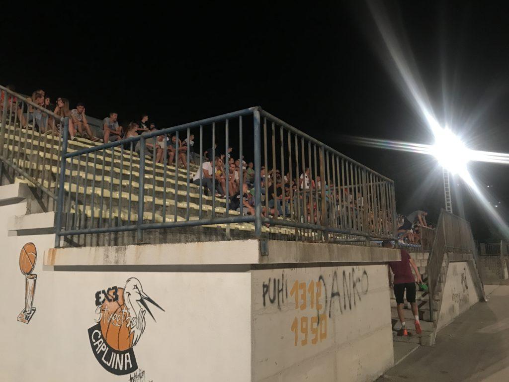 Čapljina mini stadyum tribünlerinin gece görüntüsü