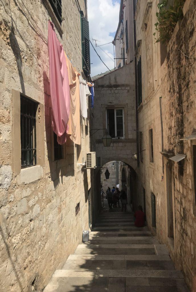Dubrovnik Old Town sokaklarında günlük yaşam görünümü
