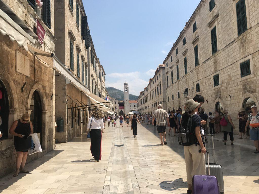 Dubrovnik Old Town Stradun Caddesinden bir yaz günü görünümü